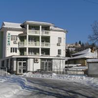Karadzhovy Guest House, hotel in Kalofer