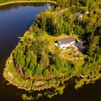 Private Bridgewater Lakeshore Cottage, hotel em Stony Plain