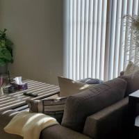 Entire home/townhouse condo newly furnished Ottawa, hotel em Ottawa