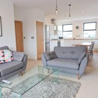 Contemporary 2 Bedroom Apartment with Parking