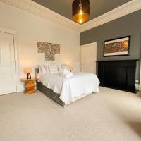 Spacious 3 bedroom Victorian flat City Centre