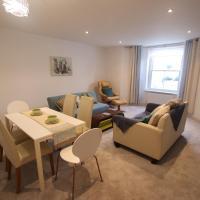 Pretty 2BD flat + Private Patio near the Beach, hotel in Clevedon