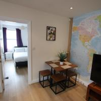 Contemporary 2 bed flat in Bristol, free parking!