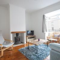 Contemporary Home in Friendly Easton, Free Parking