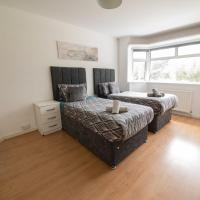 Tidy and Secure Contractor Housing *free parking*, hotel near London Luton Airport - LTN, Luton