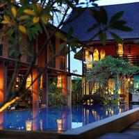 The Village House, hotel in Santubong