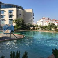 Swimming pools Apartment in Ocean Village - 2 bed 2 bath Rock view