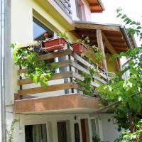 Guest House Familia, hotel in Samovodene