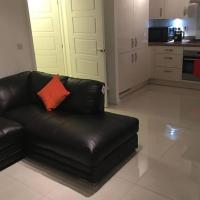 Newly built, 2bedroom apartment with free parking, hotel in Houghton Regis
