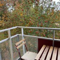 Min lägenhet finns på ett skönt ställe nära centrum och sjön en skön möblerad etta med balkong