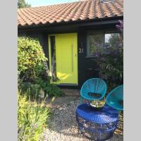 The Yellow Door - Peaceful retreat close to beach