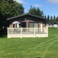 Grosvenor Lodge with Hot Tub