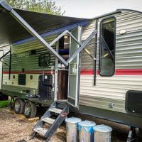 American Luxury Caravan - Secure Parking Llandeilo