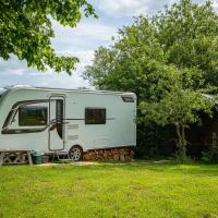 2 Double Bed Caravan - secure parking and WIFI