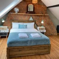 Large 4 Bedroom House in Stroud,Sleeps 10,Parking and Garden