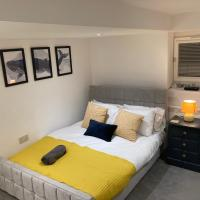 The Lux 1 Bed - Private Garden - Free Parking