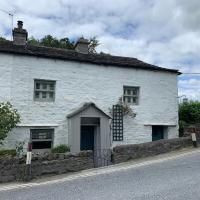 Hannam Cottage, beautiful listed cottage at start of the 3 peaks