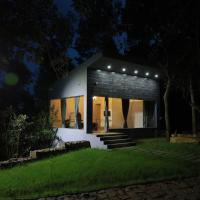 Blue Valley Estate-Silver Oak House-Welcome to 12 Acre Forest Home, hotel in Yercaud