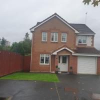 Luxury 4 Bed Detached House With Outdoor Bar & Garden