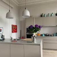 Stunning Spacious Apartment minutes from Cop26