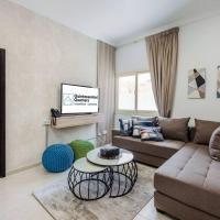 Charming Home 2BR + Kids - La Mer beach 10min walk, hotel in Jumeirah, Dubai