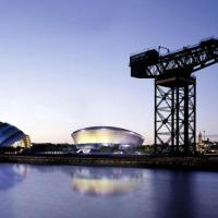 Spacious West End One Bedroom Apartment 8 minute drive to SECC, Complimentary Champagne on arrival
