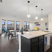Beautiful Luxury Condo in the Heart of Little Italy 307, hotel in Cleveland
