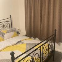 Chessington Entire Home Stay - Close to M25 Junction 9, CWOA Resort, Surbiton, Kingston & Epsom