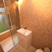 Quaint 3 Bed, 2 Bath Mews House in Bearsden