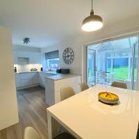 3 BED HOUSE AVAILABLE FOR COP26 16 minute drive to City Centre or 11 train to City Centre