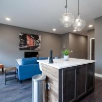 Luxury 1 Bed, 1 Bath Condo Minutes from Downtown! E5, hotel in Cleveland