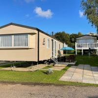 51 Lytchett Bay View, 3 bed, Rockley Park Poole