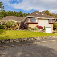 Executive Luxury Home in Milngavie with gym & 2 car garage, 20 mins from SEC