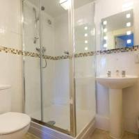 LUXURY MODERN 2 BED APARTMENT d WITH FREE PARKING