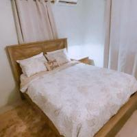 Modern Vacation Home 8 minutes from Kingston Airport, hotel in Harbour View