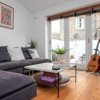 GuestReady - Lovely Home w Terrace in the Heart of Greenwich