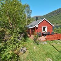 Holiday Home Hytteneset - FJS661, hotell i Svelgen