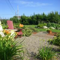 Coastal Waters Accommodations B&B, hotel em Three Fathom Harbour