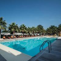 Holiday Marina Resort, hotel in Grimaud