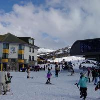 Perisher Manor Hotel, hotel in Perisher Valley