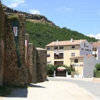 Hostal Restaurante La Muralla, hotel in Cañete