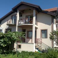 Guest House Kliment, hotel em Pestani