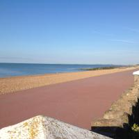 The Beach, hotel in Hythe