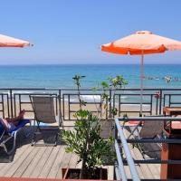 Pink Palace Beach Resort, hôtel à Agios Gordios