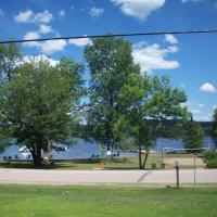 Lakewoods Cottage, hotel in Oxtongue Lake