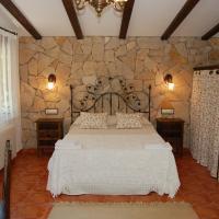 Casa Rural Los Nogales, hotel in Bogarra