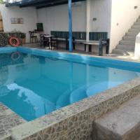 Katerina & John's Hotel, hotel in Perissa