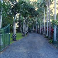 Emerald Tropical Palms B & B, hotel em Emerald Beach