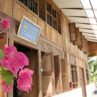 Experience Island Heritage Home, hotel in Pantai Kok
