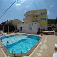 Apartments Romana, hotel in Slatine